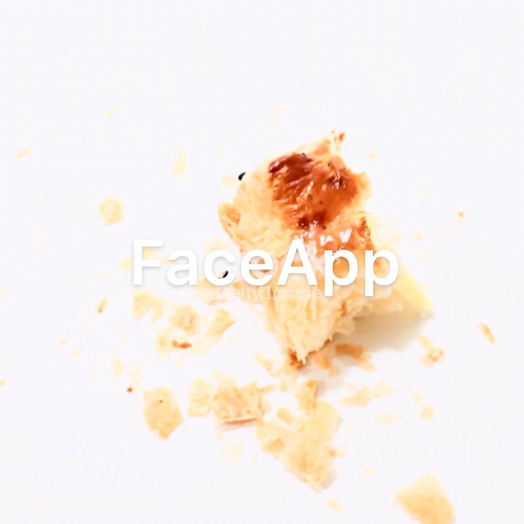 Ma lo sai che sei usi #Faceapp sul cornetto trovi solo le briciole? #votantonia